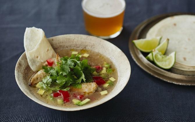 KONNO'S RECIPE 鶏手羽先とアボカドのメキシカンスープ