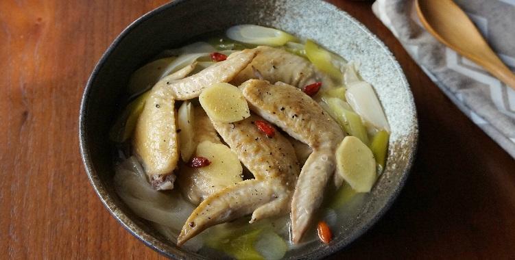 長ねぎたっぷり!鶏手羽先と生姜の煮込み