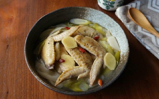 楠さん家の 長ねぎたっぷり!鶏手羽先と生姜の煮込み