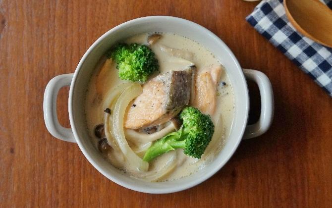 楠さん家の 鮭とブロッコリーの豆乳味噌クリーム煮