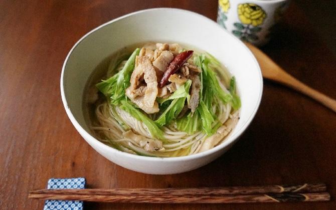 楠さん家の カリカリ豚バラと水菜のにゅうめん