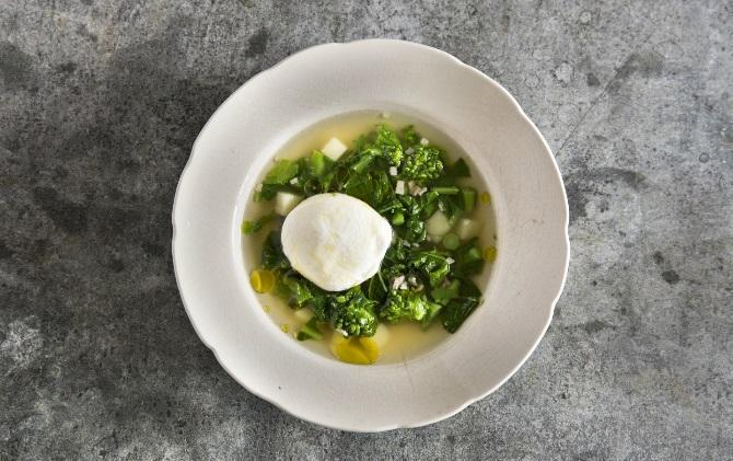 菜の花とポーチドエッグのだしスープ
