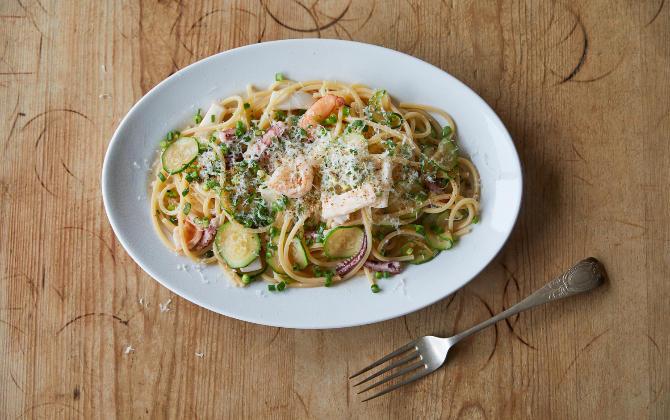 野菜も加えてバランス良く 魚介とズッキーニのだしパスタ