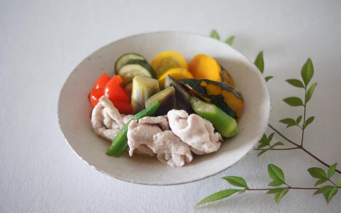 Lynneさん家の 豚しゃぶと夏野菜の冷やし鉢