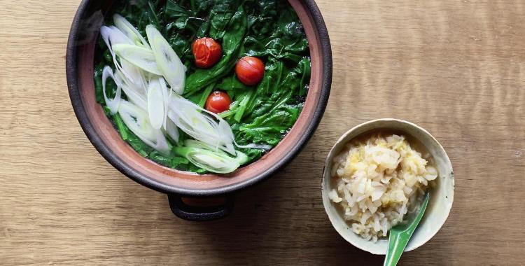 たっぷりほうれん草の鍋 白だしと酸っぱい白菜のつけだれ