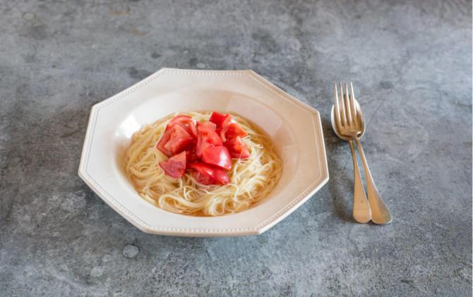 冷やした鰹だしのおいしさをお試しあれ トマトの冷製だしパスタ
