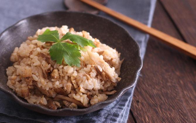 村越さん家の 鶏ひき肉とごぼうの炊き込みご飯