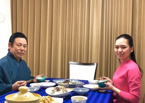 父 坂東寛二郎と食事.jpg